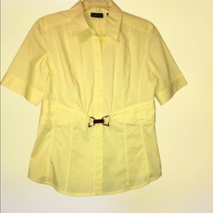 NEW YORK AND CO STRETCH pastel yellow top